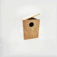 תא הטלה קטן מעץ לתוכון